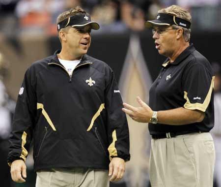 ¿Y ahora a quien lesionamos, coach? /Foto: AP
