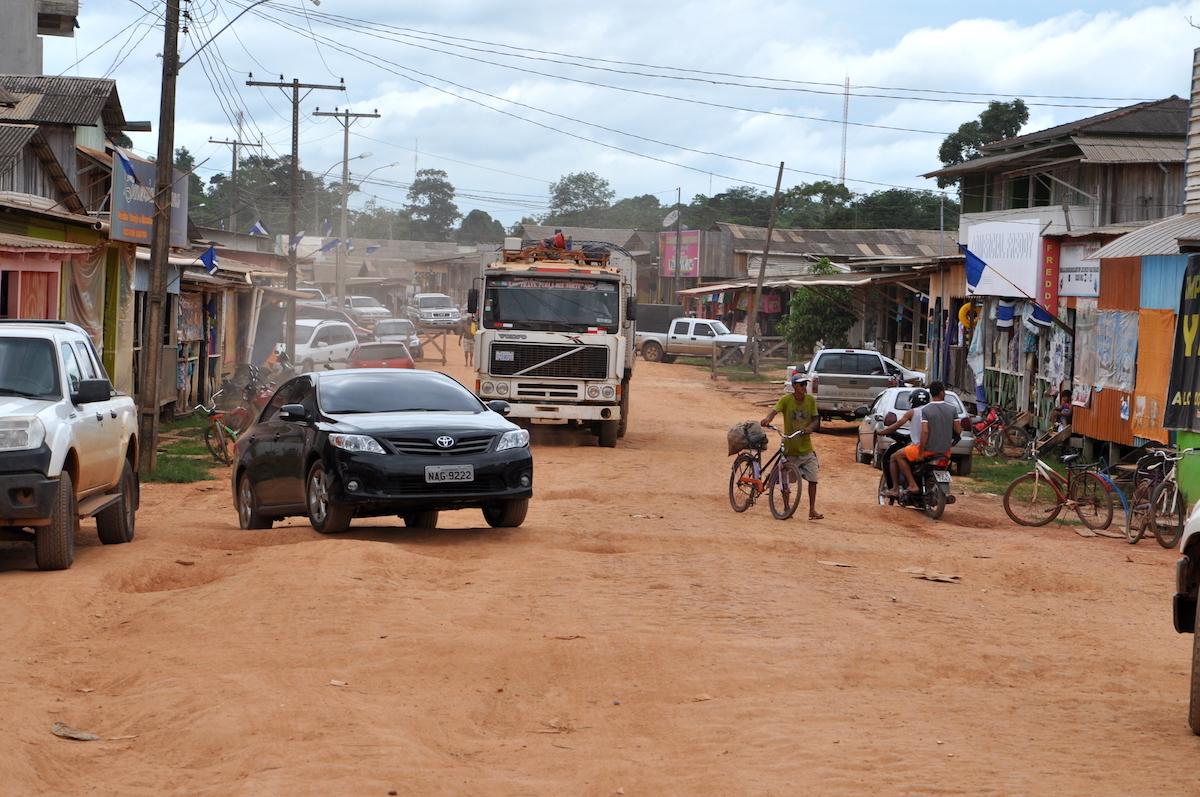 Bolívia oferece curso de medicina a R$ 700 na fronteira com o Acre
