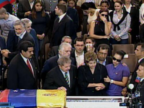 Dilma, Lula e Wagner diante do corpo de Chavez em Caracas