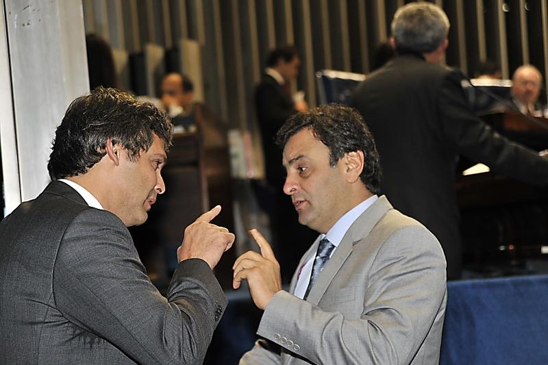 Marco Civil: bate boca entre Aécio e Lindbergh marca votação