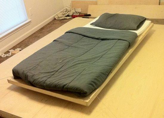 Original cama que flota sobre el suelo no se apoya en for Sobre colchon ikea