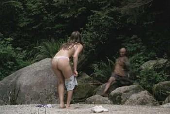 Cutie asiática muestra su cuerpo desnudo por primera vez 4
